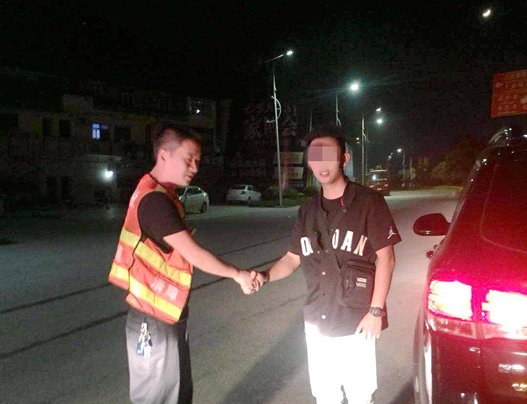 5.9+王勇+成都管理处管护中队热心帮助生病驾驶员