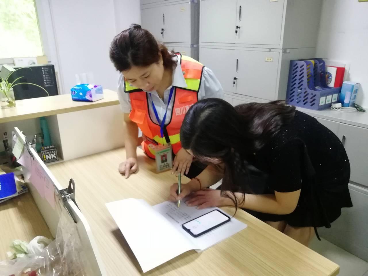9.4+钟莉+隆昌停车区拾金不昧获赞誉